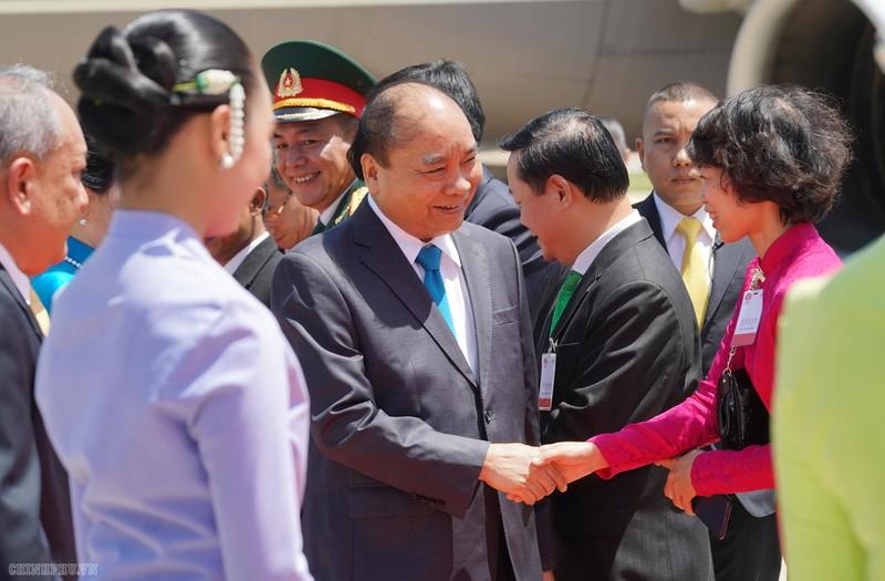 Thủ tướng đến Thủ đô Bangkok dự Hội nghị cấp cao ASEAN - ảnh 4