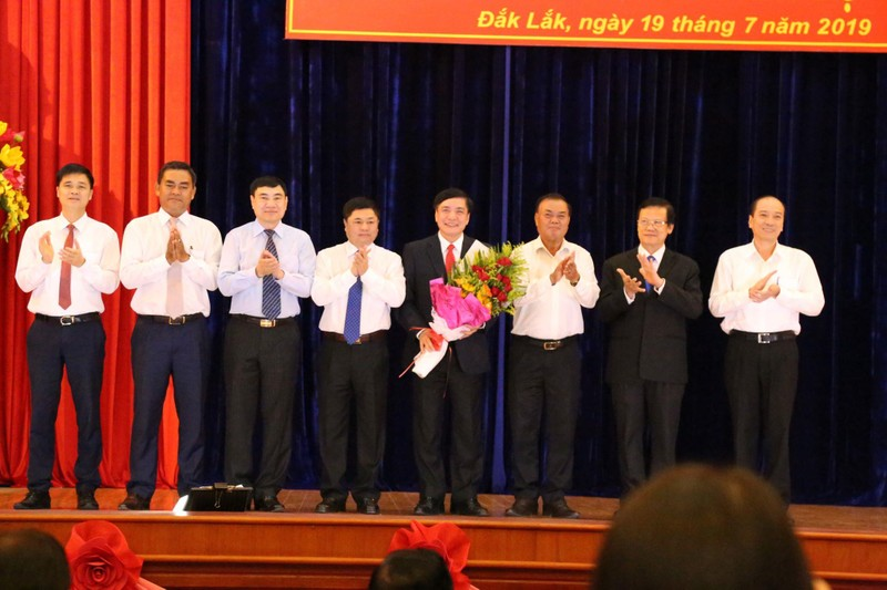 Công bố quyết định của Bộ Chính trị về nhân sự tại Đắk Lắk - ảnh 1