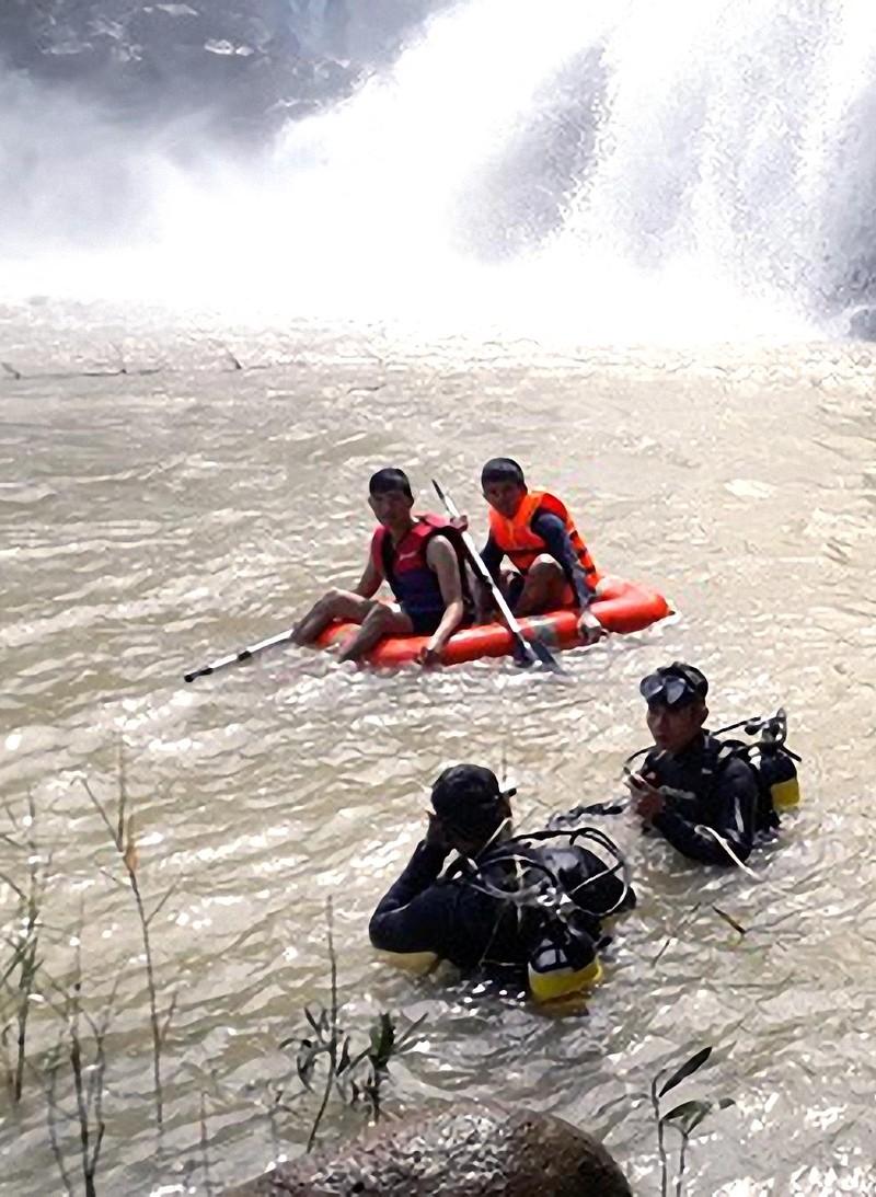Tìm thấy 3 thanh niên chết đuối dưới thác làng Mèo - ảnh 2