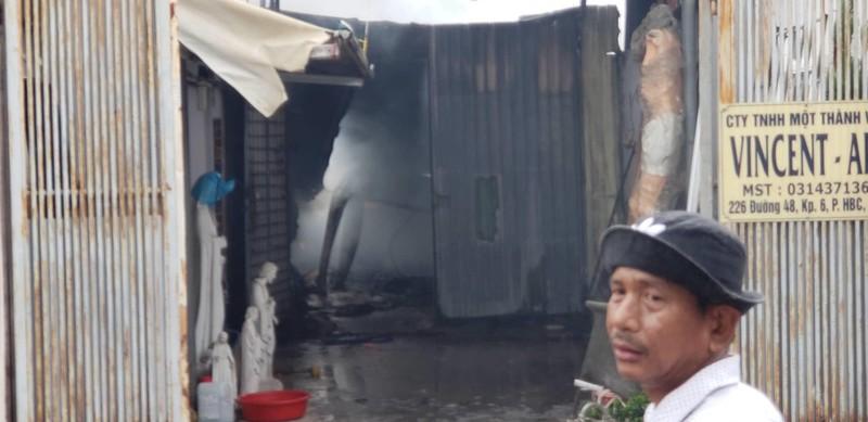Cháy xưởng ở quận Thủ Đức, nhiều nhà dân bị ảnh hưởng  - ảnh 2