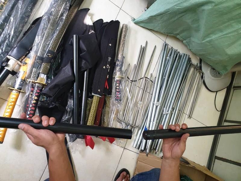 Bắt súng ở Tân Sơn Nhất, truy ra kho hung khí trong cư xá - ảnh 2