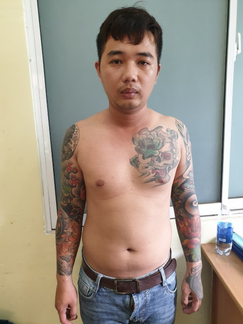 Bắt súng ở Tân Sơn Nhất, truy ra kho hung khí trong cư xá - ảnh 1