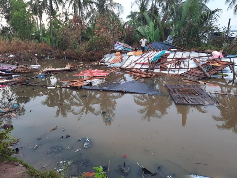 Lốc xoáy làm sập và tốc mái 37 căn nhà - ảnh 2