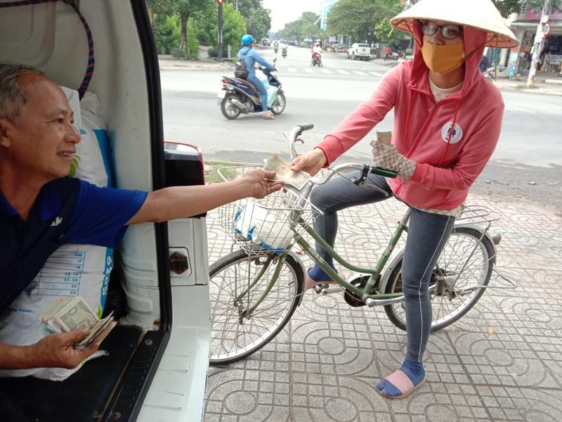 TP.HCM: Độc đáo tiệm sửa xe máy trong ô tô - ảnh 4