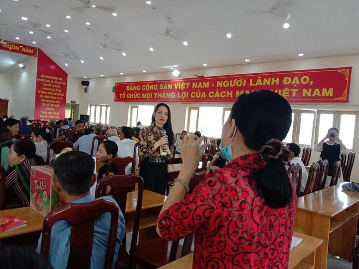 Hàng trăm người dân được tư vấn trong ngày hội pháp luật - ảnh 4