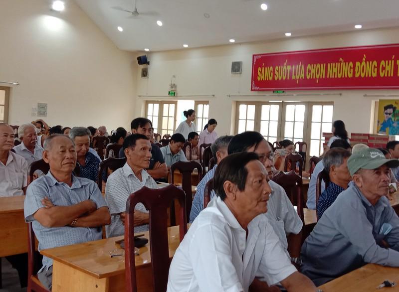 Hàng trăm người dân được tư vấn trong ngày hội pháp luật - ảnh 2