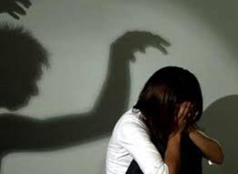 Nghi bị cha dượng hiếp dâm, một cháu bé được can thiệp khẩn - ảnh 1