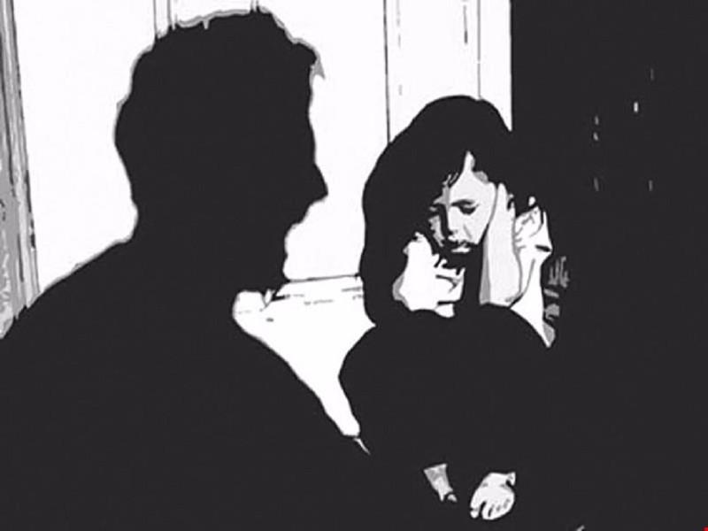 Bị ngăn cản đi chơi, con gái tố bố đẻ xâm hại tình dục - ảnh 1