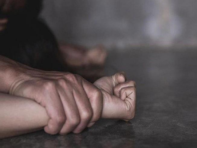 Bị la rầy, bé gái 14 tuổi tố cha đẻ xâm hại tình dục - ảnh 1
