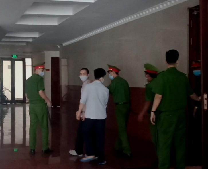 Hỗn chiến tại quán karaoke, 1 người chết, 3 người lãnh án tù - ảnh 1
