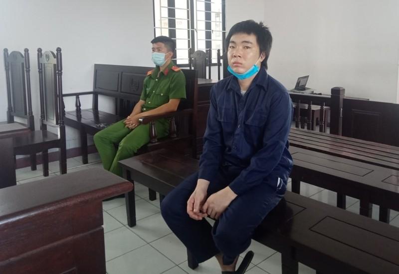 Cha bạo hành con ruột nguy kịch bị phạt 6,5 năm tù - ảnh 1