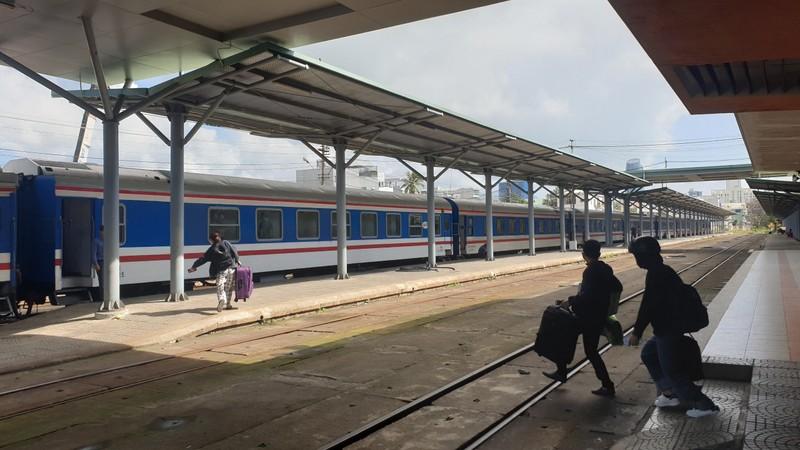 Đà Nẵng: Khách lo dịch, trả vé hàng loạt tại nhà ga, bến xe - ảnh 1