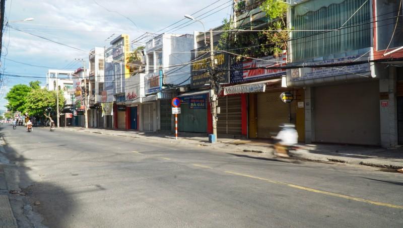 Đà Nẵng: Đường phố vắng vẻ, chợ dư hàng trước ngày 'cấm ra đường' - ảnh 3