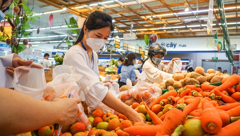 Đà Nẵng: Đường phố vắng vẻ, chợ dư hàng trước ngày 'cấm ra đường' - ảnh 8