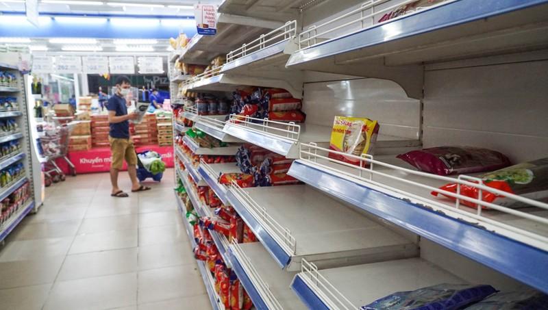 Đà Nẵng: Đường phố vắng vẻ, chợ dư hàng trước ngày 'cấm ra đường' - ảnh 9