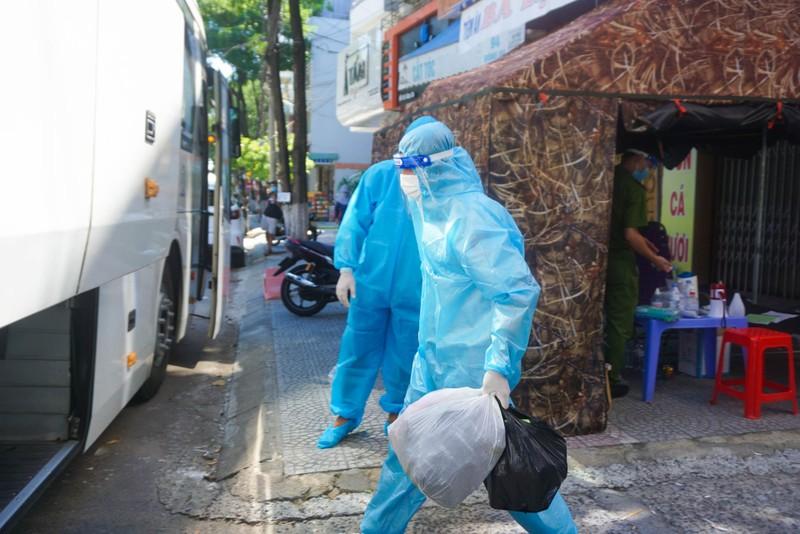 1 gia đình 5 người mắc COVID, Đà Nẵng di dời dân 17 hộ dân tránh dịch - ảnh 5