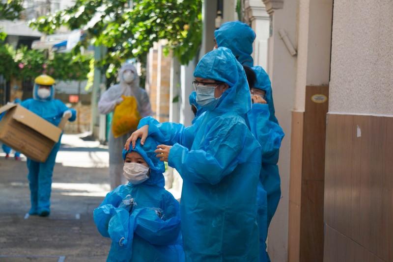 1 gia đình 5 người mắc COVID, Đà Nẵng di dời dân 17 hộ dân tránh dịch - ảnh 1