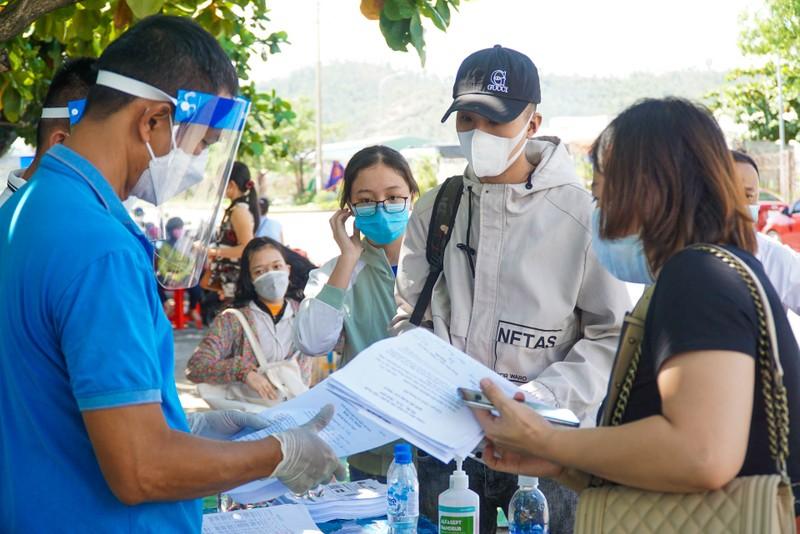 Đà Nẵng đón hơn 17.000 giáo viên, học sinh trở lại TP - ảnh 3