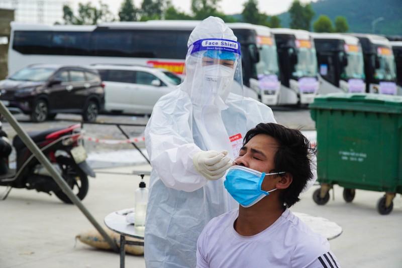 Đà Nẵng: Những chuyến xe đầu tiên đưa người dân về quê - ảnh 3