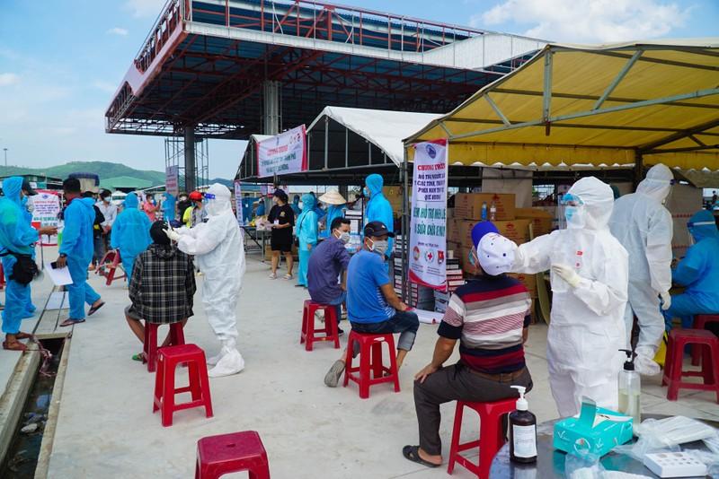 Đà Nẵng: Những chuyến xe đầu tiên đưa người dân về quê - ảnh 2
