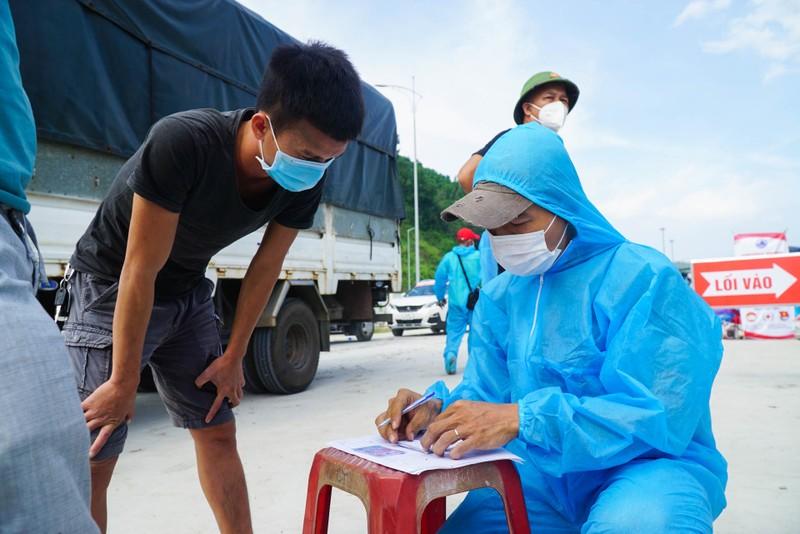 Đà Nẵng: Những chuyến xe đầu tiên đưa người dân về quê - ảnh 4