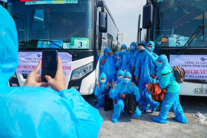 Đà Nẵng: Những chuyến xe đầu tiên đưa người dân về quê - ảnh 9