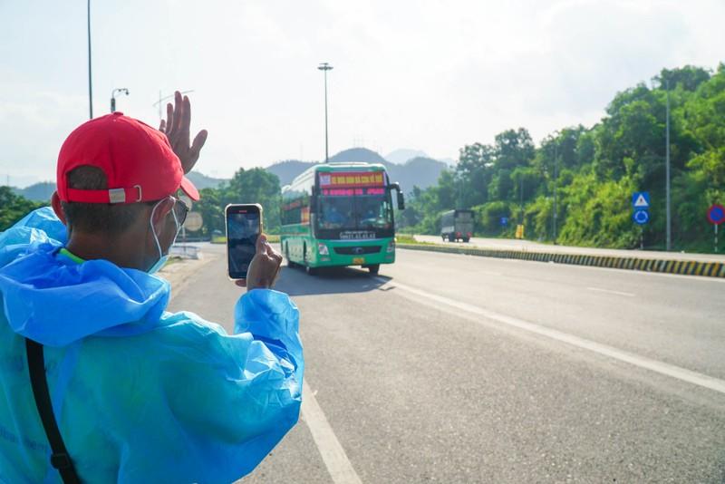 Đà Nẵng: Những chuyến xe đầu tiên đưa người dân về quê - ảnh 12