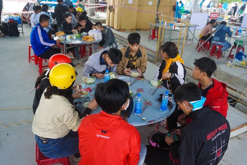 Đà Nẵng: Phiên chợ 0 đồng tiếp sức người dân về quê - ảnh 2