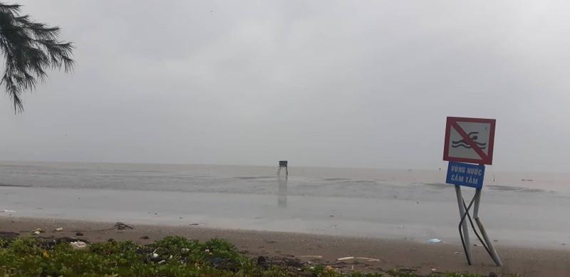 Sáng 25-11: Bão số 9 áp sát Vũng Tàu, gió mưa đang mạnh lên - ảnh 4