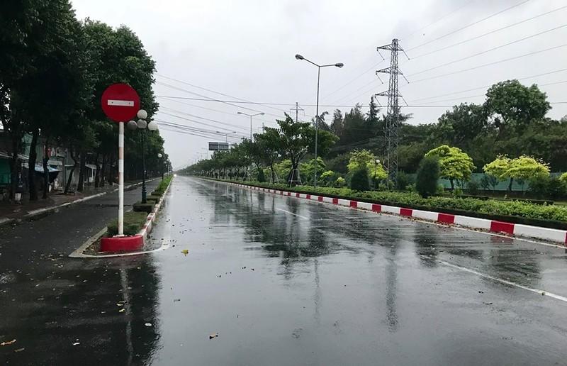 Sáng 25-11: Bão số 9 áp sát Vũng Tàu, gió mưa đang mạnh lên - ảnh 3
