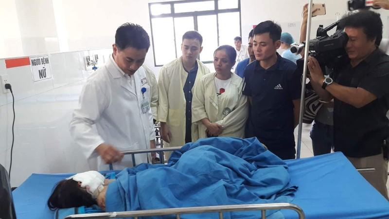 Bác sĩ chạy đua cứu chữa 4 nạn nhân bị nạn ở Quảng Nam - ảnh 1