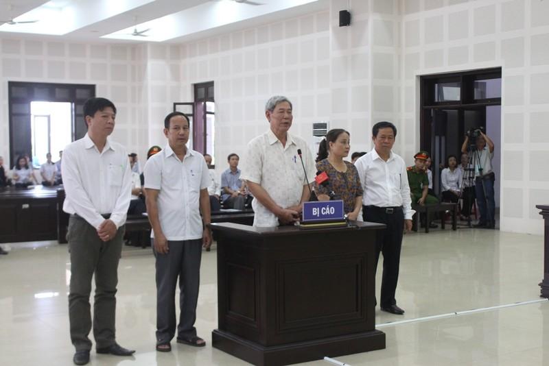 Xử buôn lậu gỗ trắc: Bị cáo đề nghị đưa tang vật vụ án ra tòa - ảnh 1