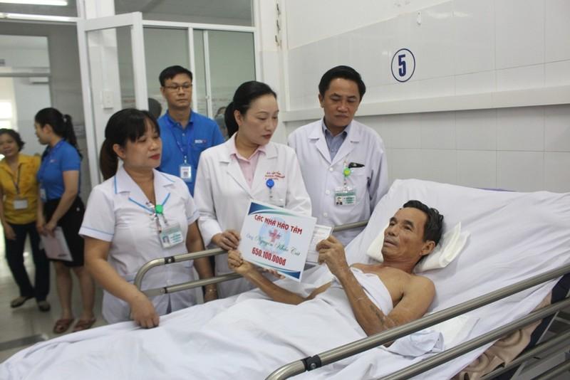 Trao gần 2,5 tỉ đồng cho các bệnh nhân vụ tai nạn xe rước dâu - ảnh 2