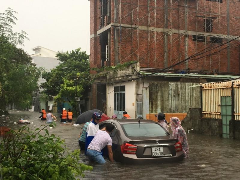 Toàn bộ học sinh, sinh viên Đà Nẵng phải nghỉ học do mưa lớn - ảnh 6