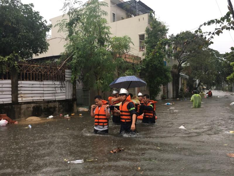 Toàn bộ học sinh, sinh viên Đà Nẵng phải nghỉ học do mưa lớn - ảnh 5