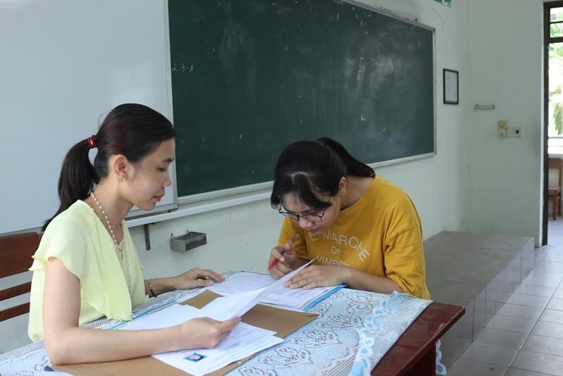Thứ trưởng Nguyễn Thị Nghĩa kiểm tra các điểm thi tại Đà Nẵng - ảnh 4