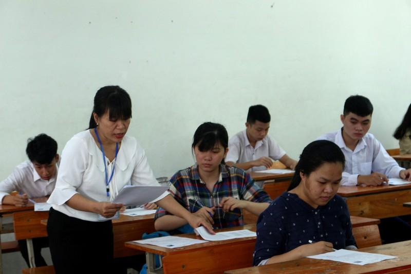 Thứ trưởng Nguyễn Thị Nghĩa kiểm tra các điểm thi tại Đà Nẵng - ảnh 3