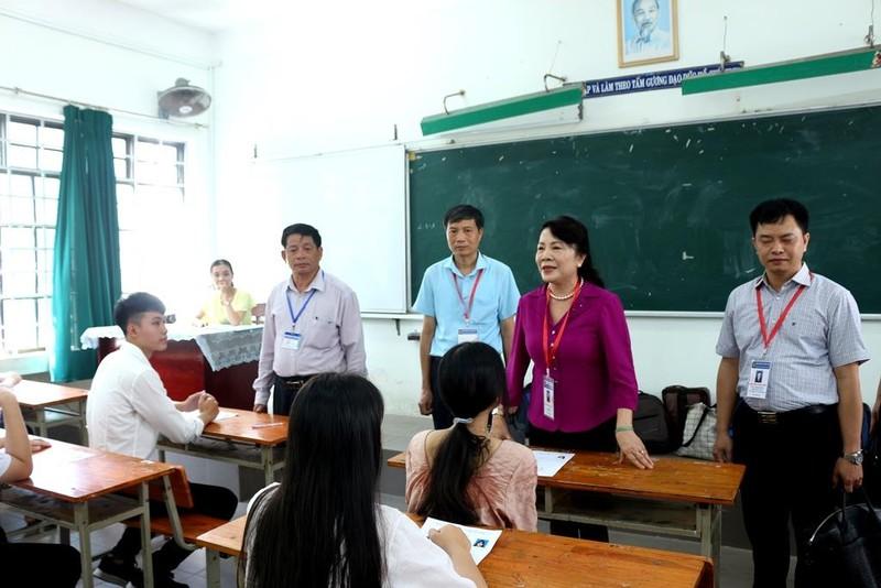 Thứ trưởng Nguyễn Thị Nghĩa kiểm tra các điểm thi tại Đà Nẵng - ảnh 1
