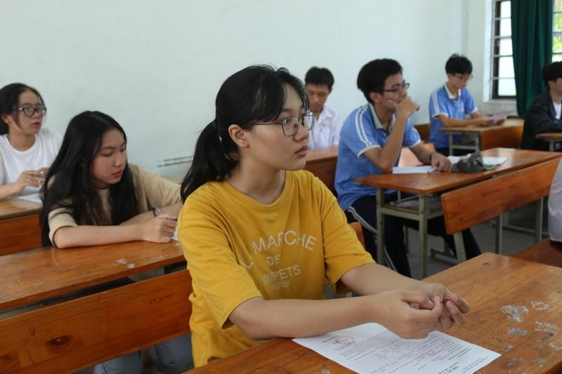 Thứ trưởng Nguyễn Thị Nghĩa kiểm tra các điểm thi tại Đà Nẵng - ảnh 2