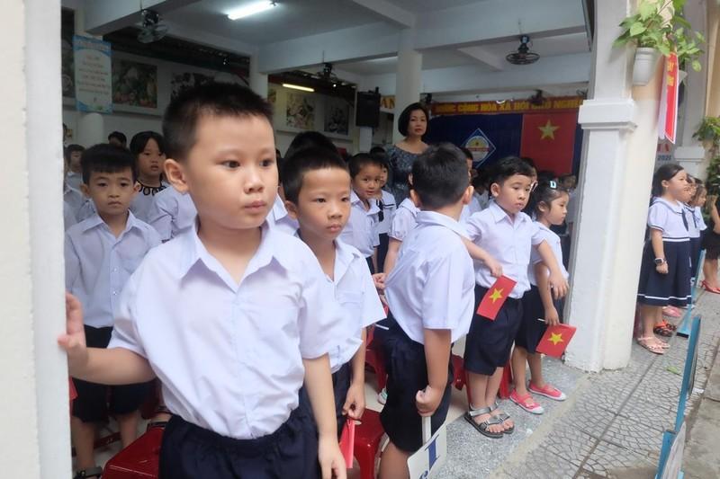 Đà Nẵng: Đại biểu ngồi sau học sinh trong lễ khai giảng - ảnh 4