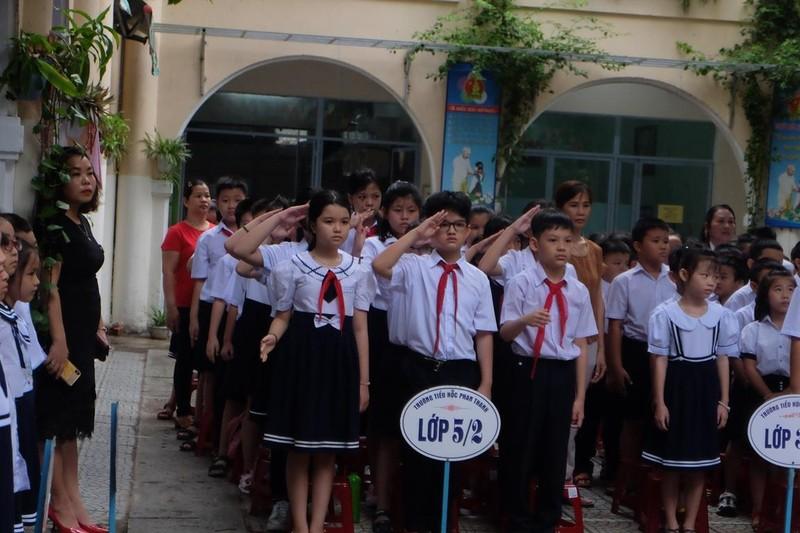 Đà Nẵng: Đại biểu ngồi sau học sinh trong lễ khai giảng - ảnh 3