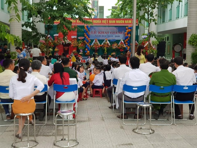 Đà Nẵng: Đại biểu ngồi sau học sinh trong lễ khai giảng - ảnh 5