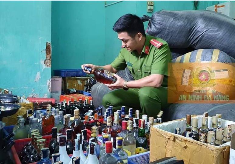 Gần 400 chai rượu ngoại không rõ nguồn gốc trong bar ở Đà Nẵng - ảnh 1