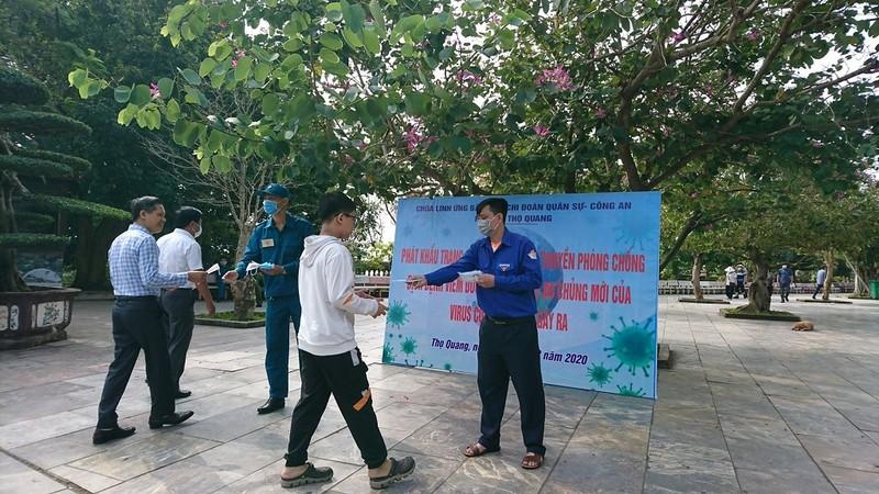 Đà Nẵng phát khẩu trang, tổng vệ sinh môi trường phòng dịch  - ảnh 1