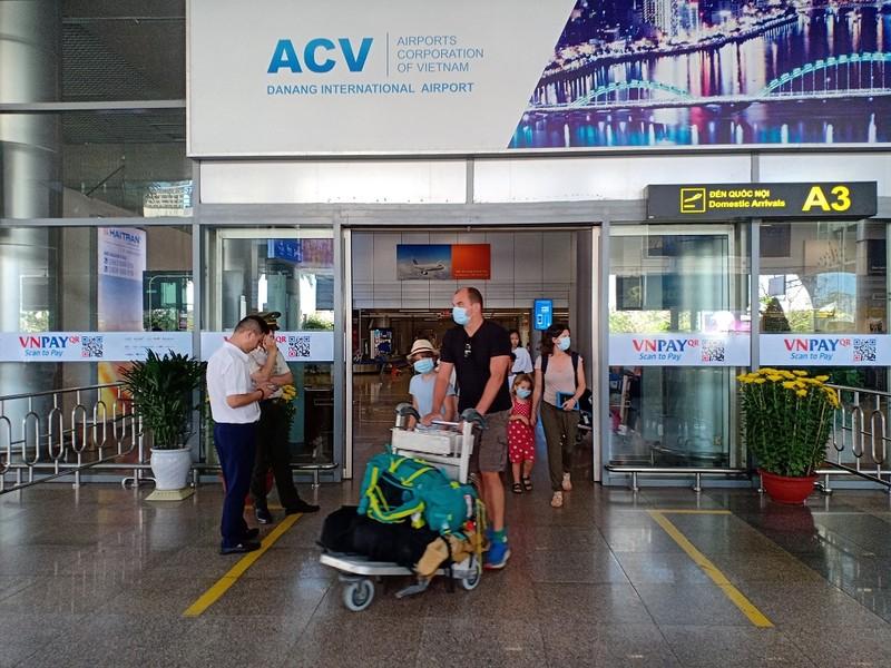Cần ứng xử văn minh với du khách trước dịch nCoV - ảnh 1