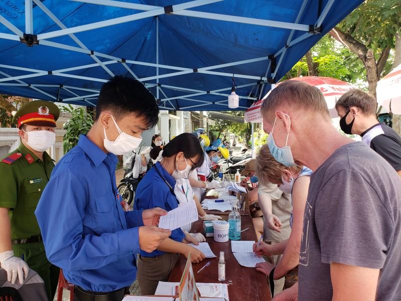Thành đoàn Đà Nẵng trao quà hỗ trợ các khu cách ly tập trung - ảnh 2