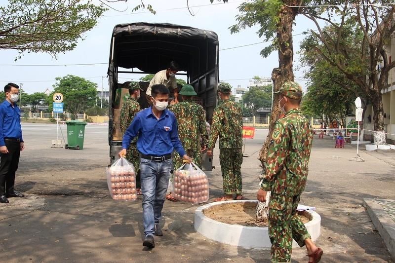 Thành đoàn Đà Nẵng trao quà hỗ trợ các khu cách ly tập trung - ảnh 1