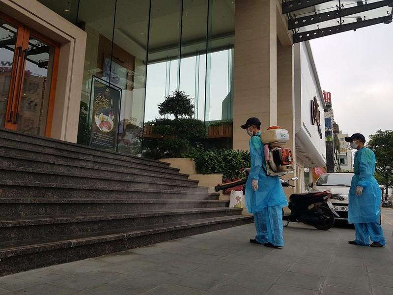 Gỡ chốt cách ly tại khách sạn có 2 bệnh nhân người Anh - ảnh 2