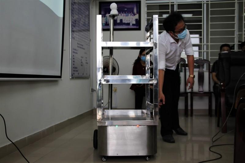 Đà Nẵng thử nghiệm robot phục vụ trong khu cách ly  - ảnh 1