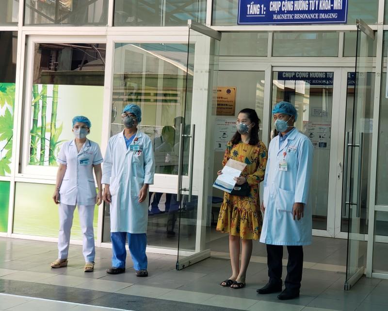 Bệnh viện Đà Nẵng cấm thăm bệnh để chống dịch COVID-19 - ảnh 1